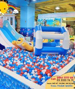 Đồ chơi trong khu vui chơi trẻ em