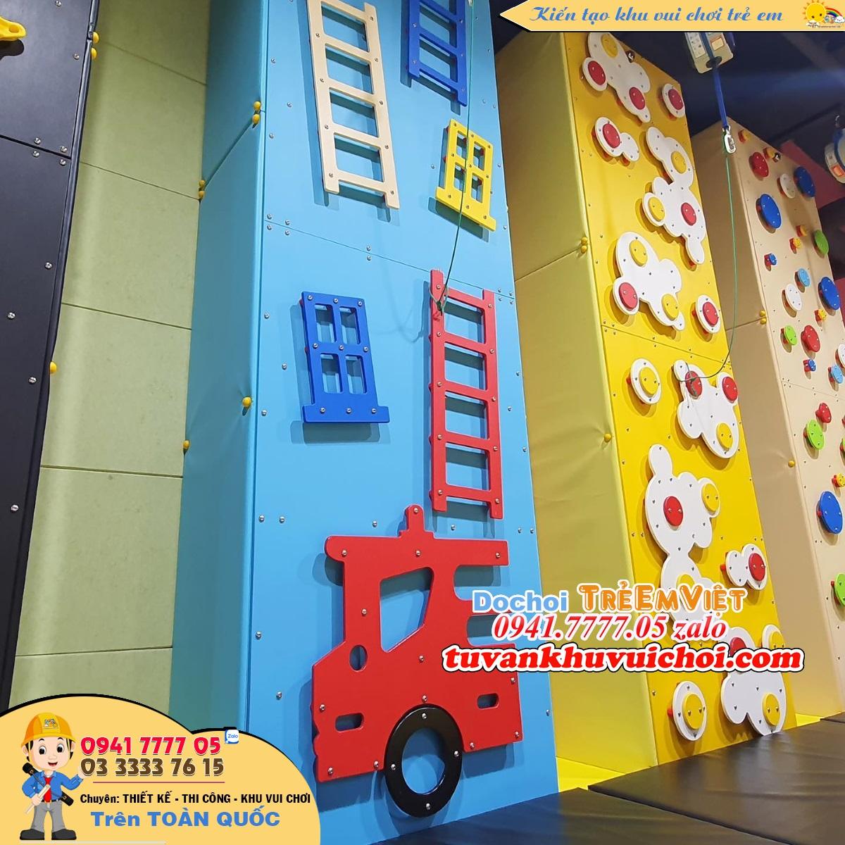 Tương leo núi cho trẻ em cao 5m với 3 bức tường khác nhau, để bé tha hồ thể hiện sự leo trèo.