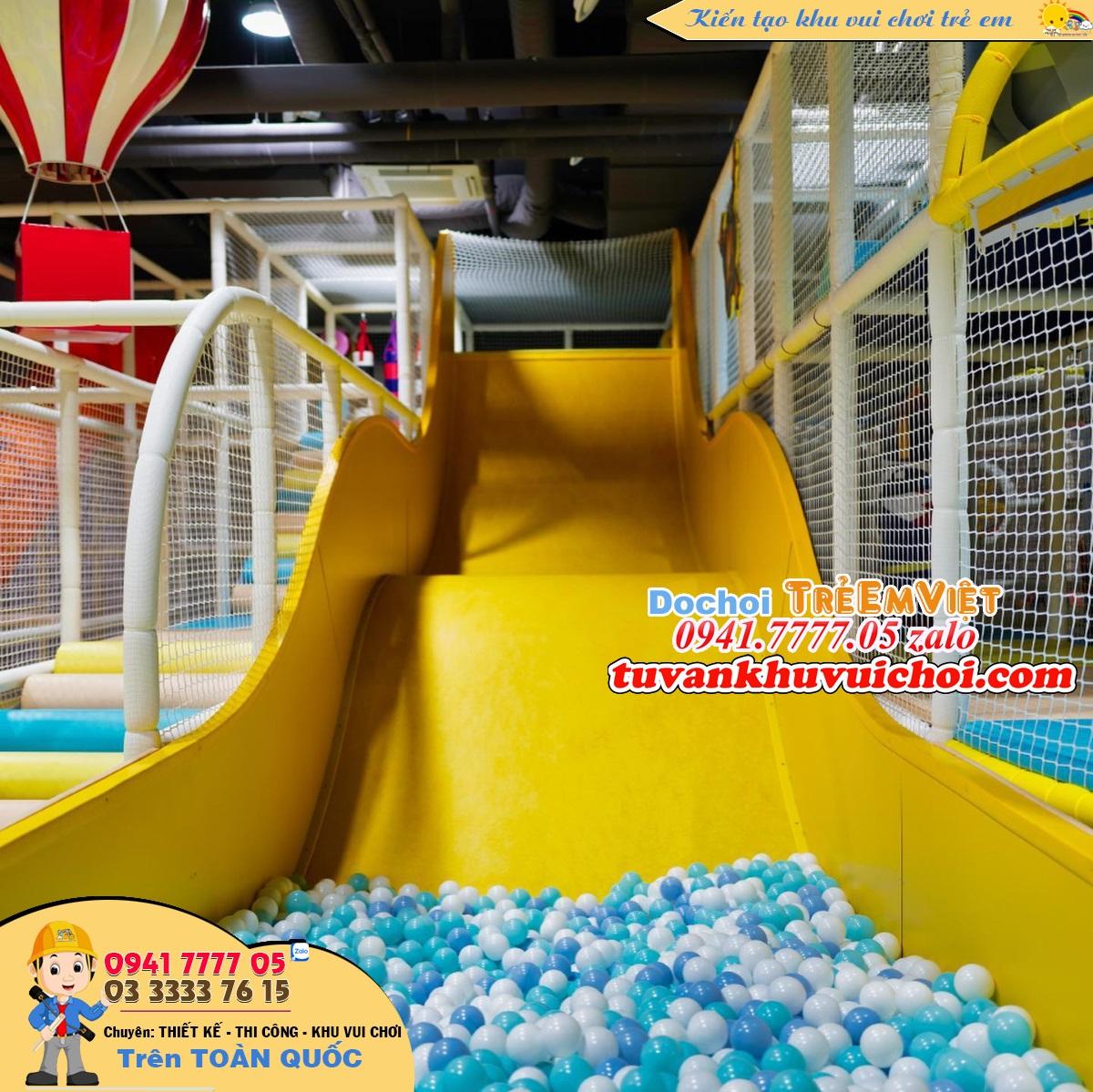Máng trượt gơn sóng, cao tầng, loại máng trượt mới hiện nay ở các khu vui chơi trẻ em với quy mô lớn.