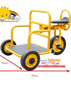Xe đạp bằng sắt ở khu vui chơi trẻ em