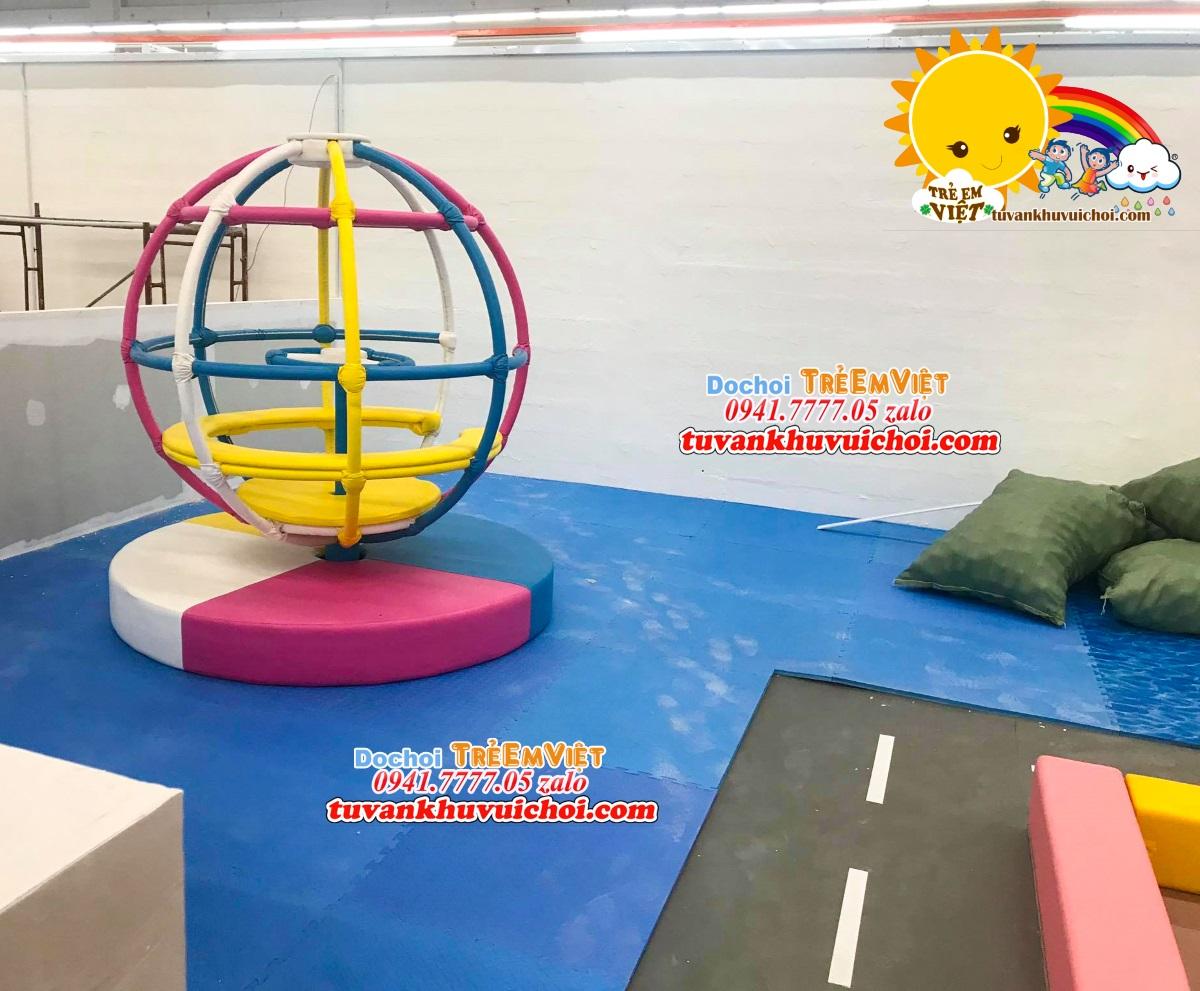 Đồ chơi dành cho khu vui chơi trẻ em trong nhà.