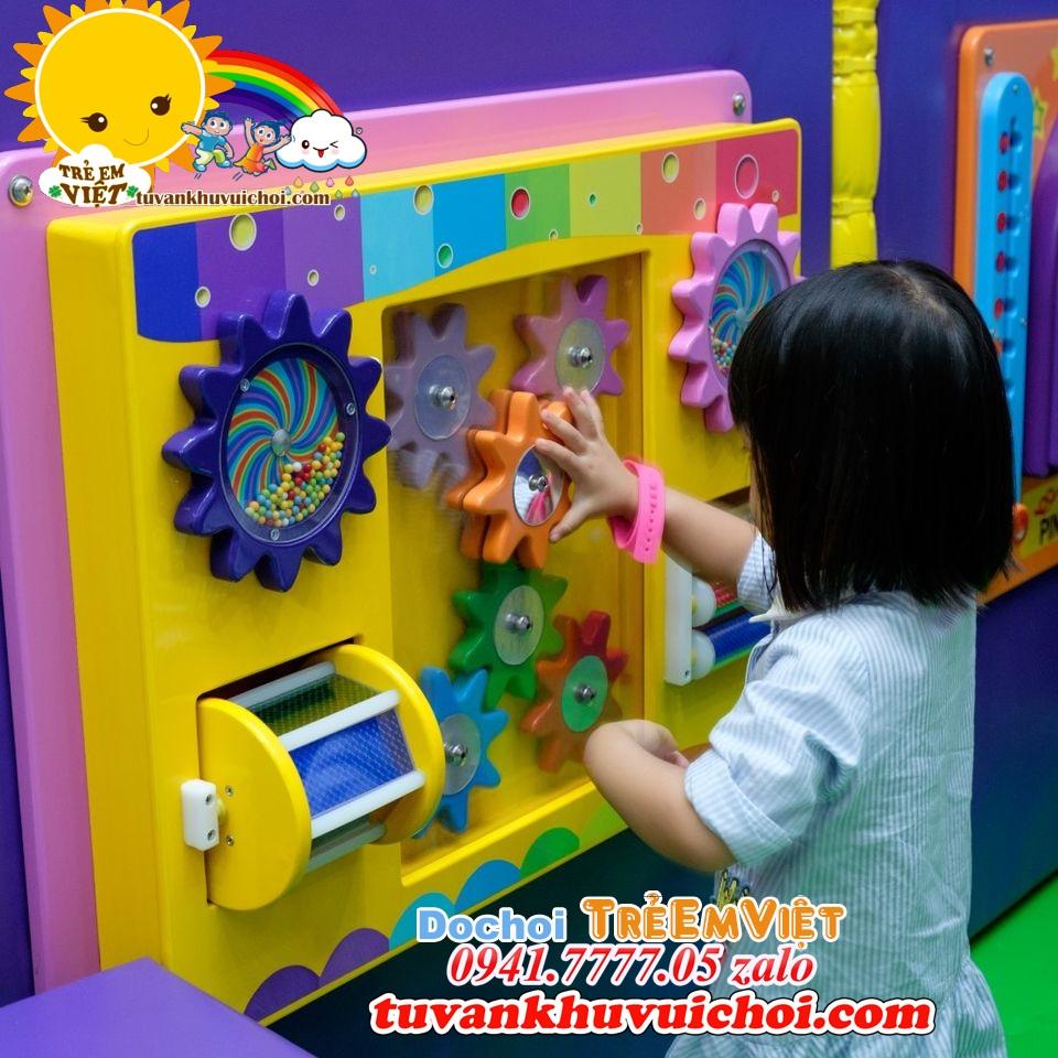 Đồ chơi cho khu vui chơi trẻ em trong nhà.