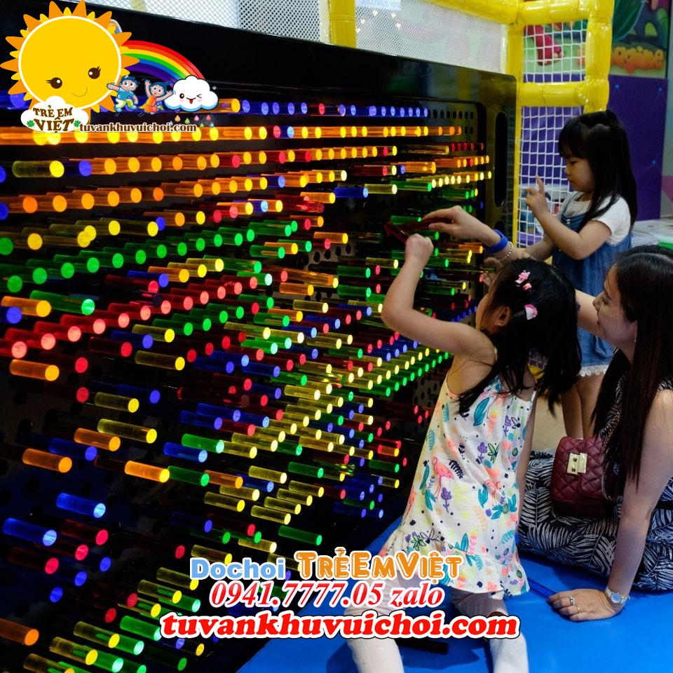 Đồ chơi dành cho khu vui chơi trẻ em.