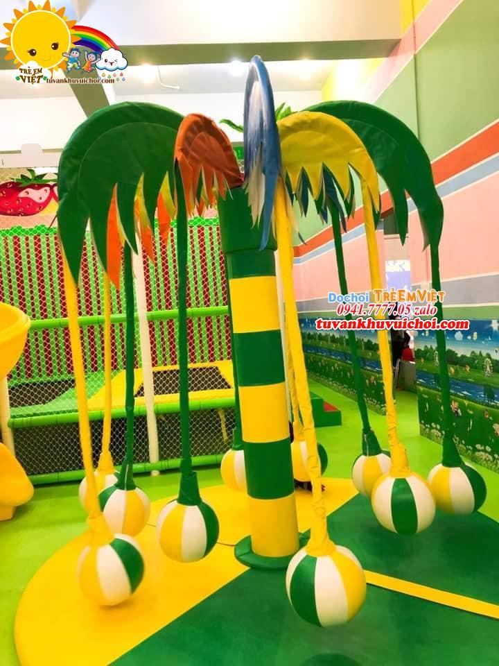 Đu quay xoay vòng tròn màu vàng và xanh lá thích hợp cho các khu vui chơi trang trí theo tone rừng.