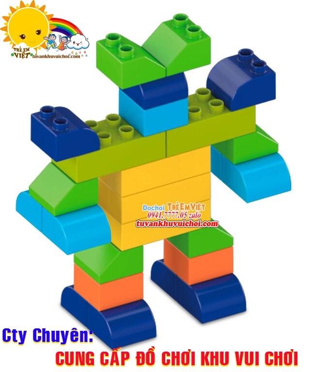 Lego được xếp thành hình siêu nhân