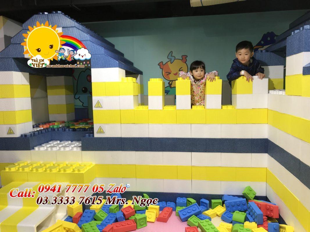 Xếp hình lego thành lâu đài