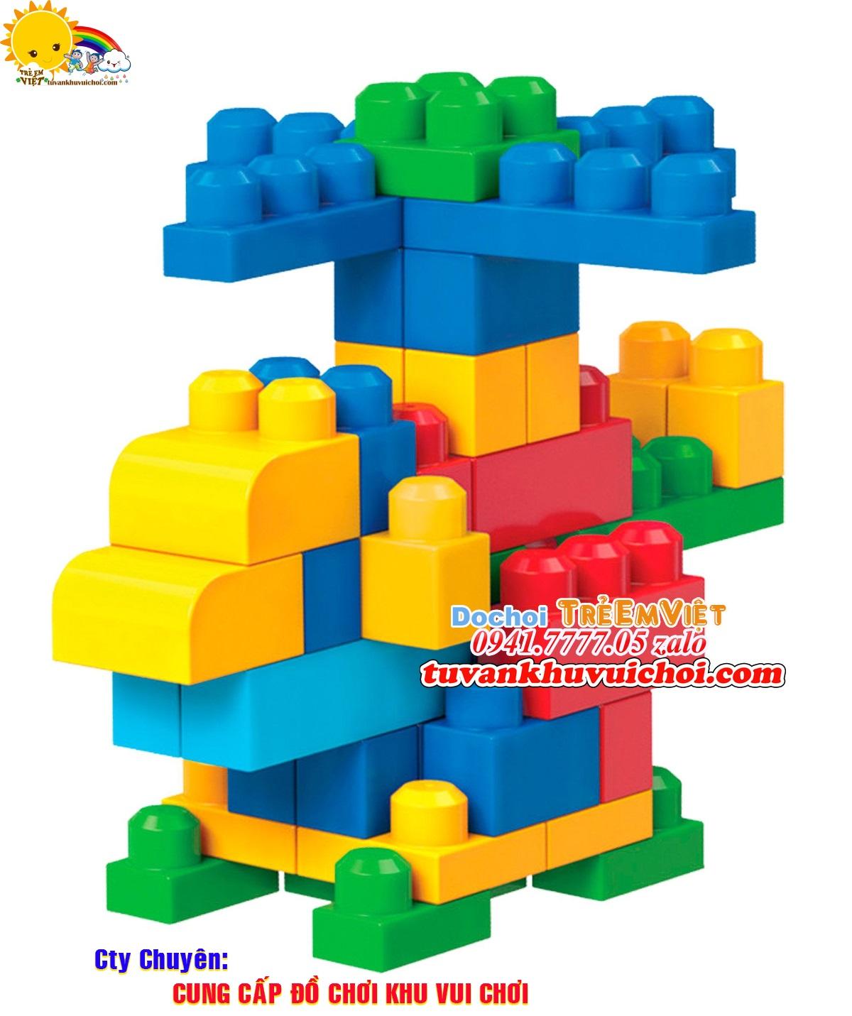 sản phẩm lego được làm từ nhựa màu sắc khá sặc sỡ và bóng loáng.